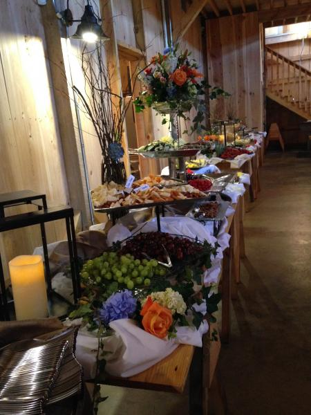Make your serving tables, gift tables, and photo tables beautiful with flower arrangements that accentuate your venue and decor.