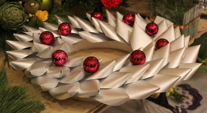 Let us add pizazz to your Christmas party with unique decorations!]